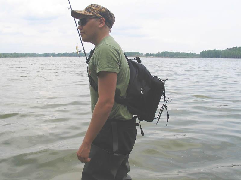 Рюкзак для рыбалки. Рюкзак с удобным механизмом (слинг) который позволяет не снимая рюкзак перемещать его со спины на живот и обратно.